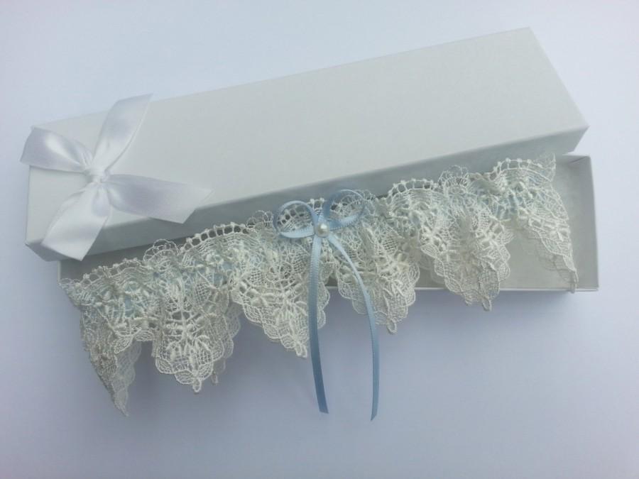 Свадьба - Ivory venise lace garter, wedding garter, guipure lace garter, pearl garter, something blue wedding garter