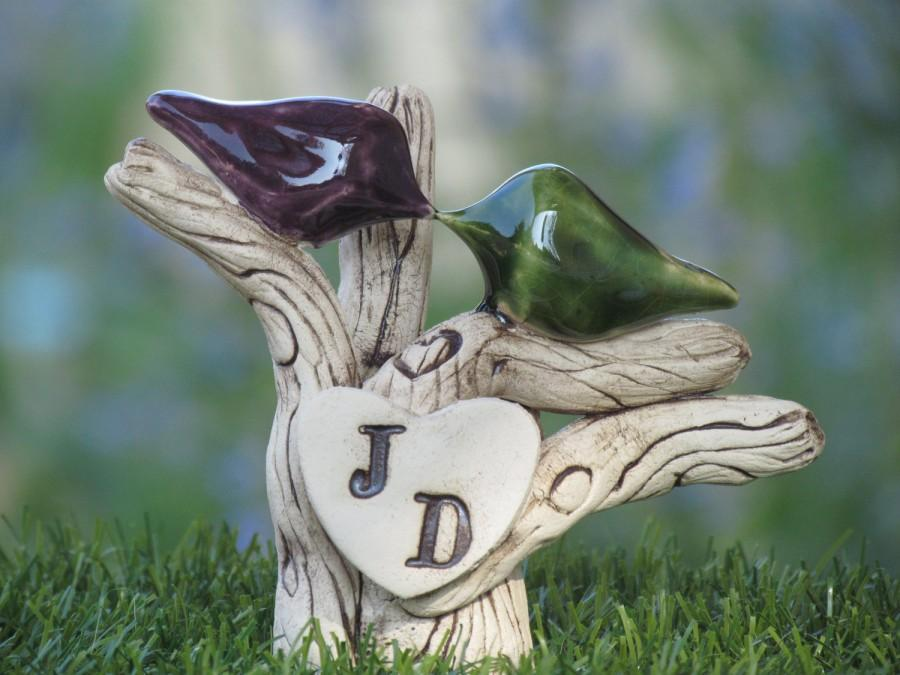 Свадьба - Custom cake topper - A pair of love birds on a tree  with your initials - Rustic tree wedding cake topper