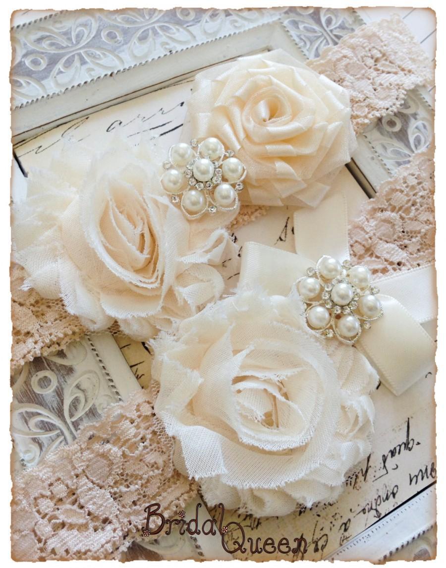 Свадьба - Wedding Garter, Bridal Garter Set, Vintage Garter, Shabby Chic Wedding Garter set - Beige Lace, Cream and Ivory Flower Garter Set