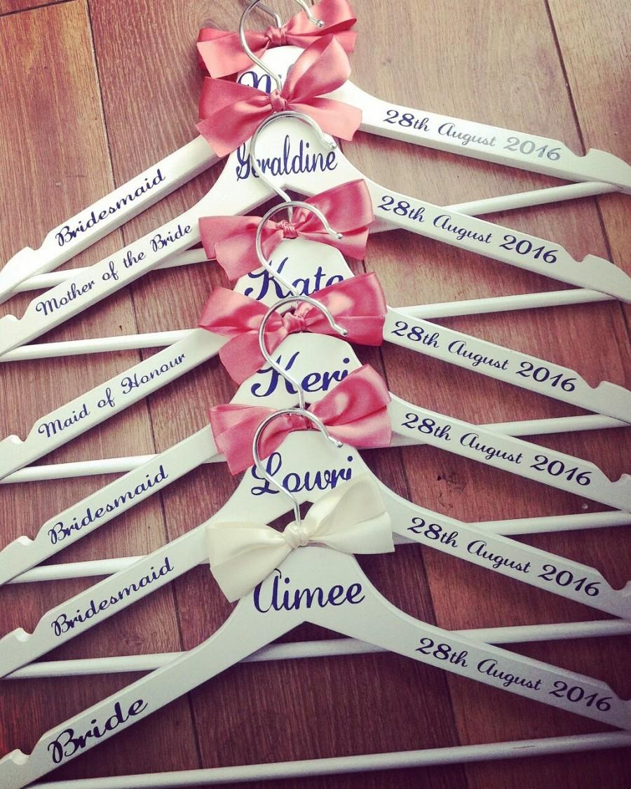 Mariage - 5 x Personalised Wedding / Bridal Coat Hangers Great for the whole wedding party. Wide choice of fonts and colours