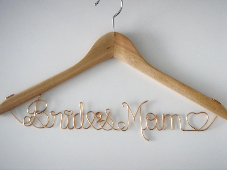 Свадьба - Bride Mom Hanger,Hanger Deluxe one Line, Brides Hanger, Bride, Name Hanger, Wedding Hanger, Personalized Bridal Gift