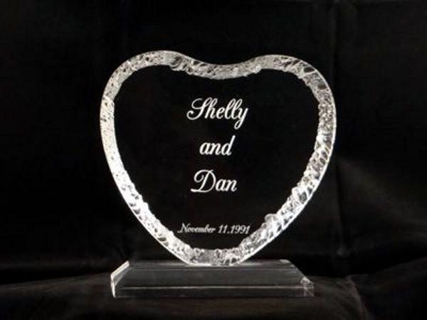 Mariage - Wedding Cake Topper, Engraved acrylic cake topper. Heart shaped cake decoration. Wedding accessory, bride and groom gift, engagement gift