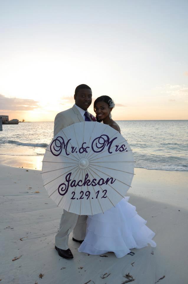 Свадьба - Wedding Umbrella Mr. and Mrs. Handpainted Wedding Parasol with date