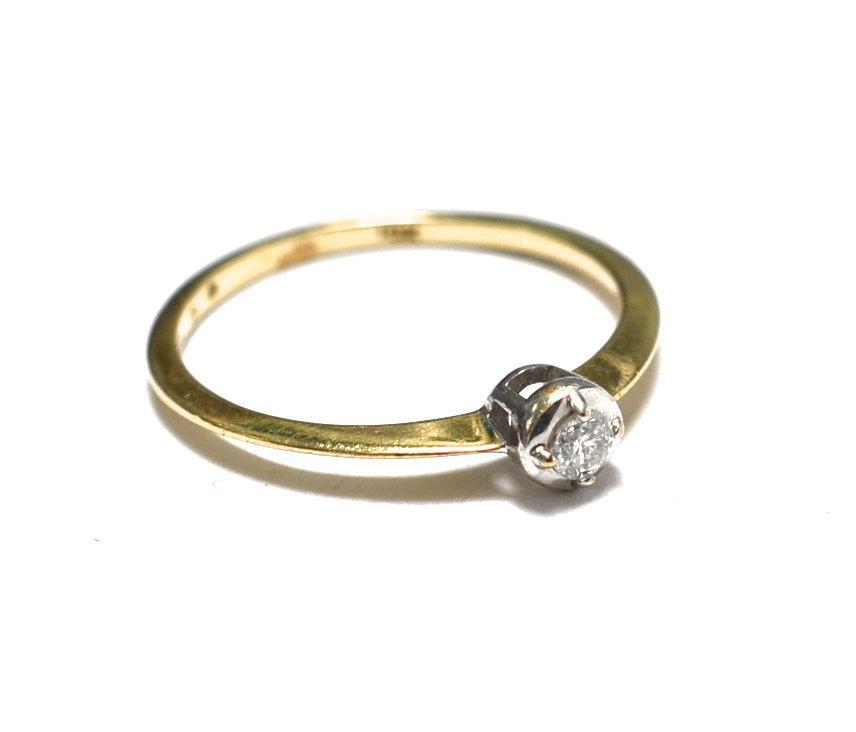 Mariage - Vintage 10K  Diamond Solitaire Engagement Ring -  Minimalist - Simple - Size 7.5