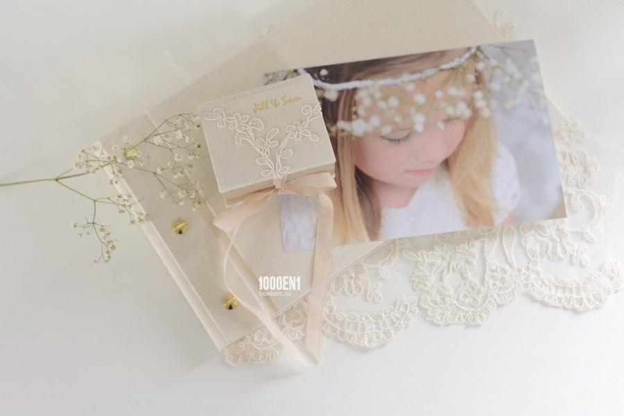 Mariage - Personalized ring box with two colors of linen & wedding lace and names + weddingdate foilpressed on/inside  the cover