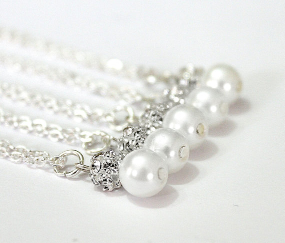 Mariage - Set of 5 Bridesmaid Necklaces,Sterling Silver Chain,Pearl and Rhinestone Necklaces, Pearl Necklaces,5 Pearl and Crystal Necklaces Gift Ideas