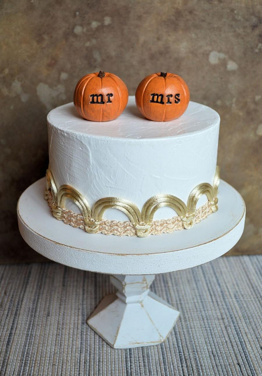 Свадьба - Wedding cake topper...orange mr mrs pumpkins...fall and autumn decor, ready to ship