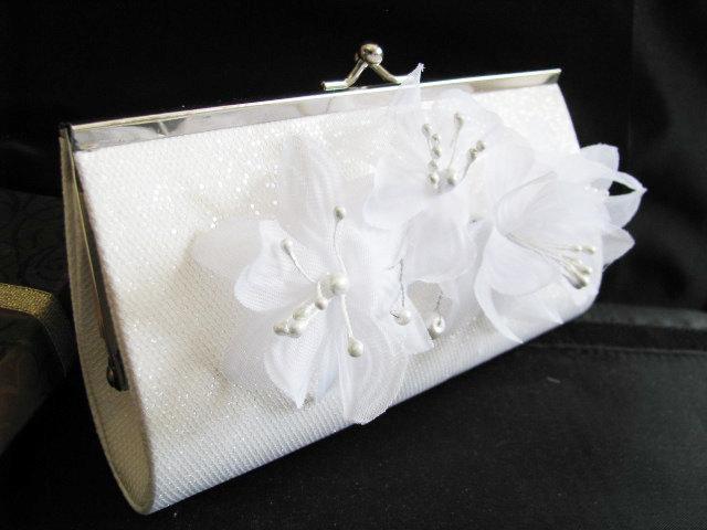 Свадьба - white Bridal Wedding Bag Clutch Formal Wear with Silk Flower Bridal wedding clutch evening bag