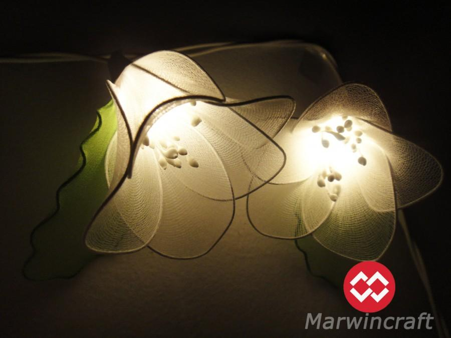 Mariage - 20 White Rain Lilly Flower Fairy String Lights Hanging Wedding Gift Party Patio Wall Floor Garden Bedroom Home Accent Floral Decor 3m