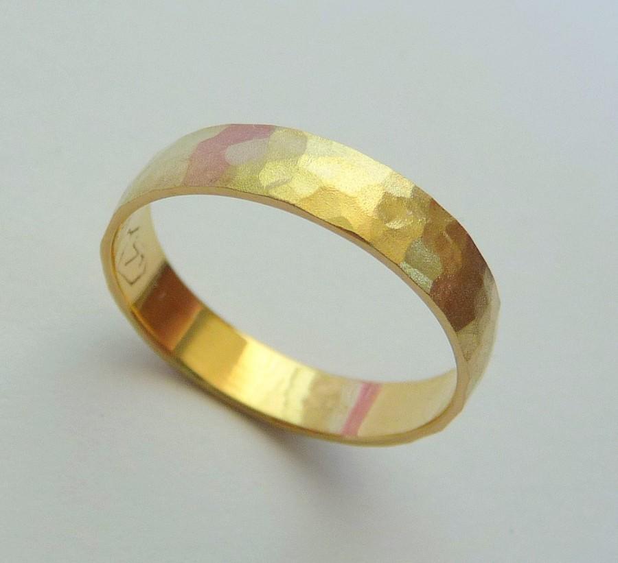 Mariage - Gold wedding band men women ring 14k hammered 4mm sandblast finish nature