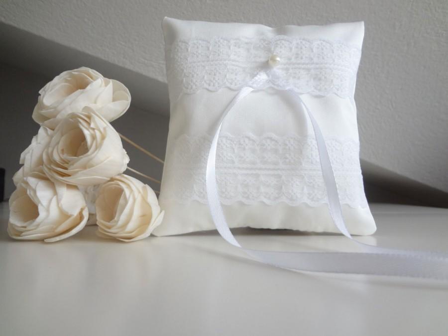 Mariage - Bridal pillow, ring bearer cushion, wedding ring pillow, white ring bearer pillow with lace decoration