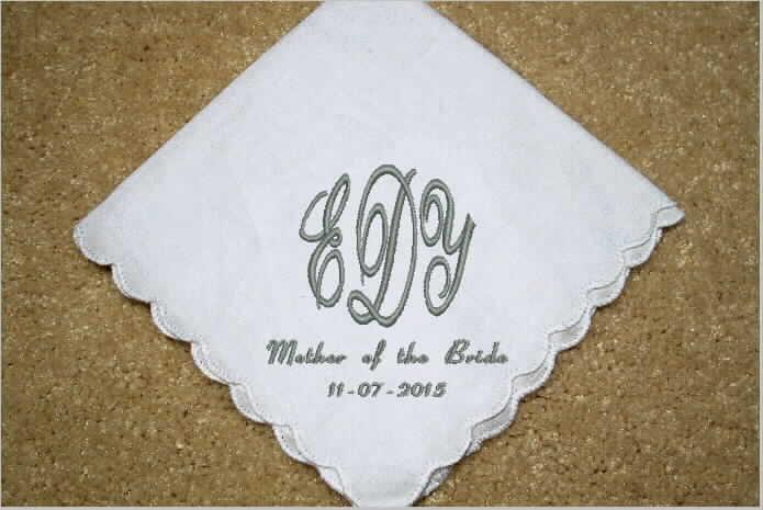 Mariage - Wedding Message Handkerchief, mother of the bride/ groom, personalized monogram, custom hankies ,embroidered hanky, wedding gift,