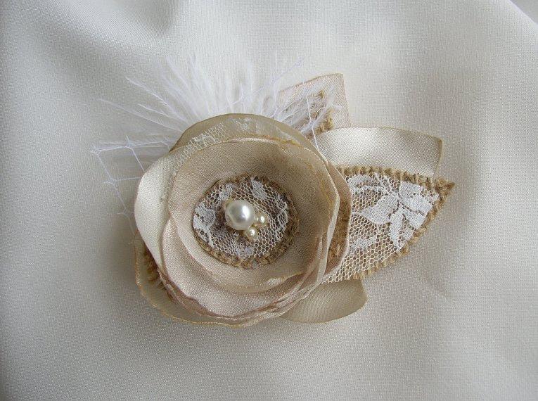 Mariage - Small Rustic Hair Flower - Gold Champagne Burlap Hairpiece  - Bridal Fascinator - Burlap Lace Wedding - Small Hair Clip - Flower Girl Hair