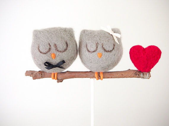 Свадьба - Owl Wedding Cake Topper, Needle Felted Owl Wedding Cake Topper, Grey Bride Groom Figurine, Cute Unique Rustic Woodland Wedding Cake Topper