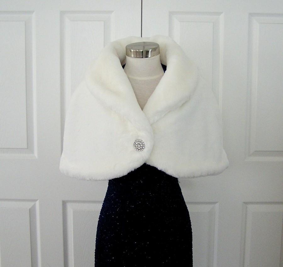 Свадьба - Faux Fur Stole Bridal Wrap Cape Shrug White Vintage Pattern