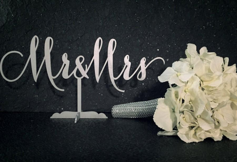 Свадьба - Mr. & Mrs. Sign, Sweet Heart Table Sign, Engagement Party Decor, Bridal Showers, Weddings, Anniversary Parties