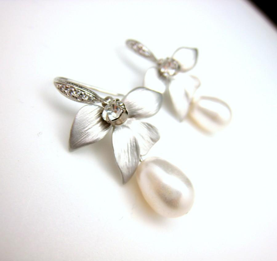 Wedding - Bridal earring wedding jewerly bridal pearl earrings Swarovski white cream pearl teardrop matte orchid connector cubic sterling silver hook