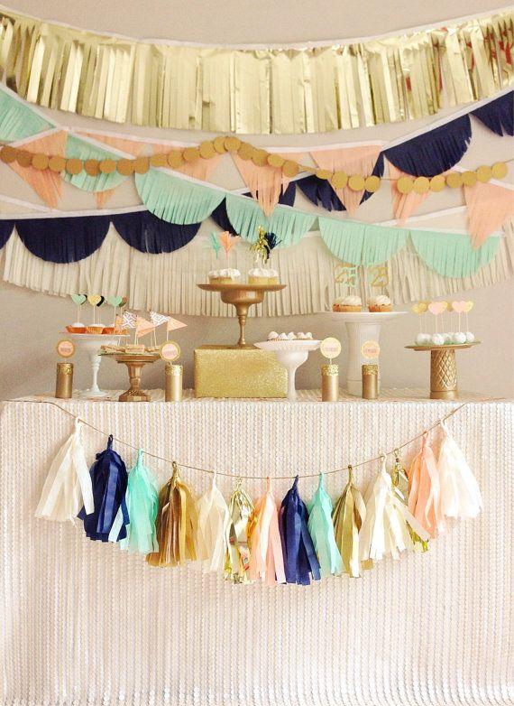 Hochzeit - Tissue Garland Party Backdrop