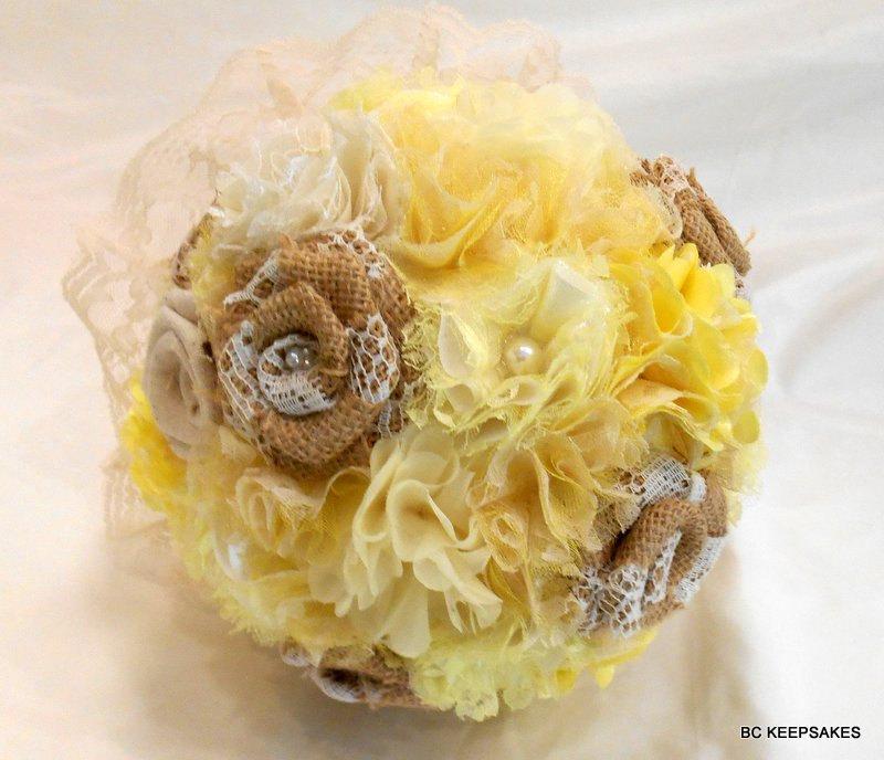 Mariage - Burlap Wedding Bouquet, Burlap Bridal Bouquet, Fabric Bouquet, Shabby Chic, Burlap and Lace Bouquet, Rustic Bouquet, Burlap Wedding Yellow