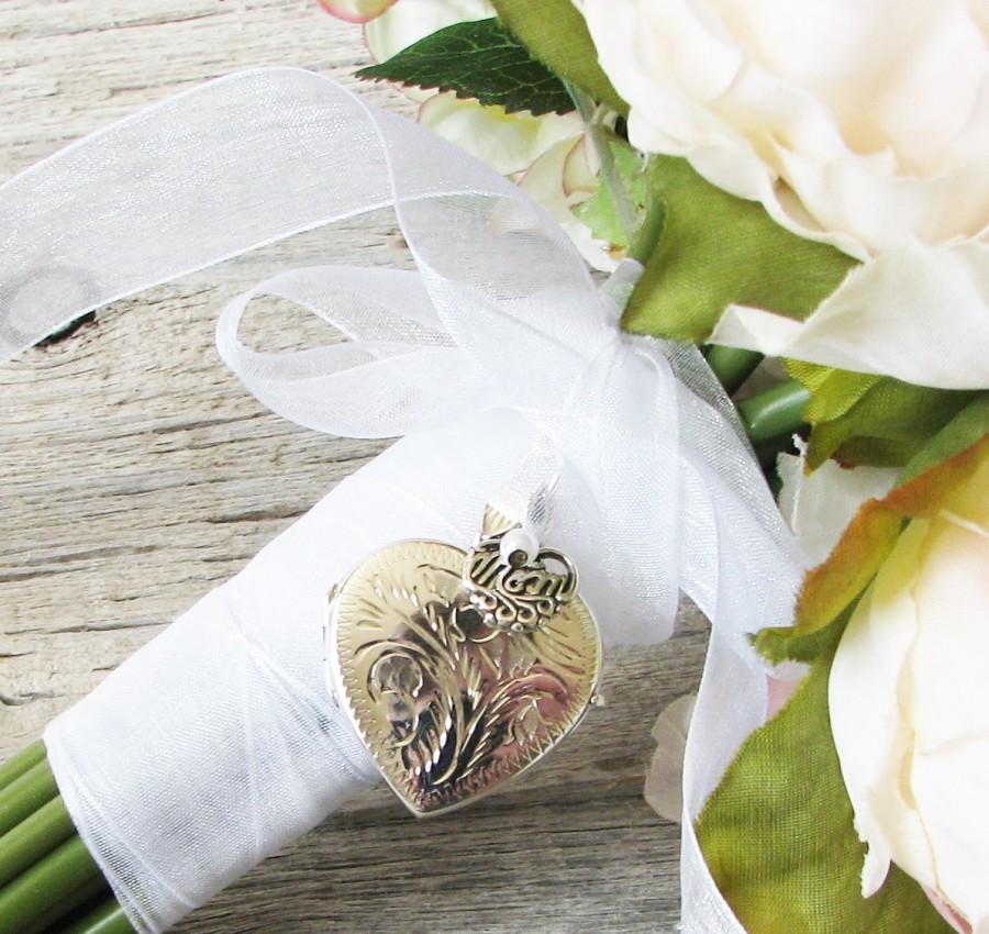 Hochzeit - Mom Bridal Bouquet Locket,  Mother of the Bride Locket, Bouquet locket,Silver locket ,In memory of Mom, Brides Gift, Wedding Keepsake