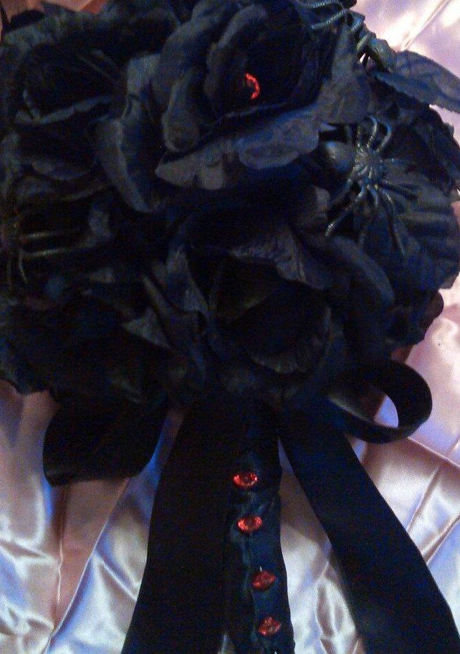 Свадьба - Black Rose Bouquet with Plastic Spiders, Red Crystal