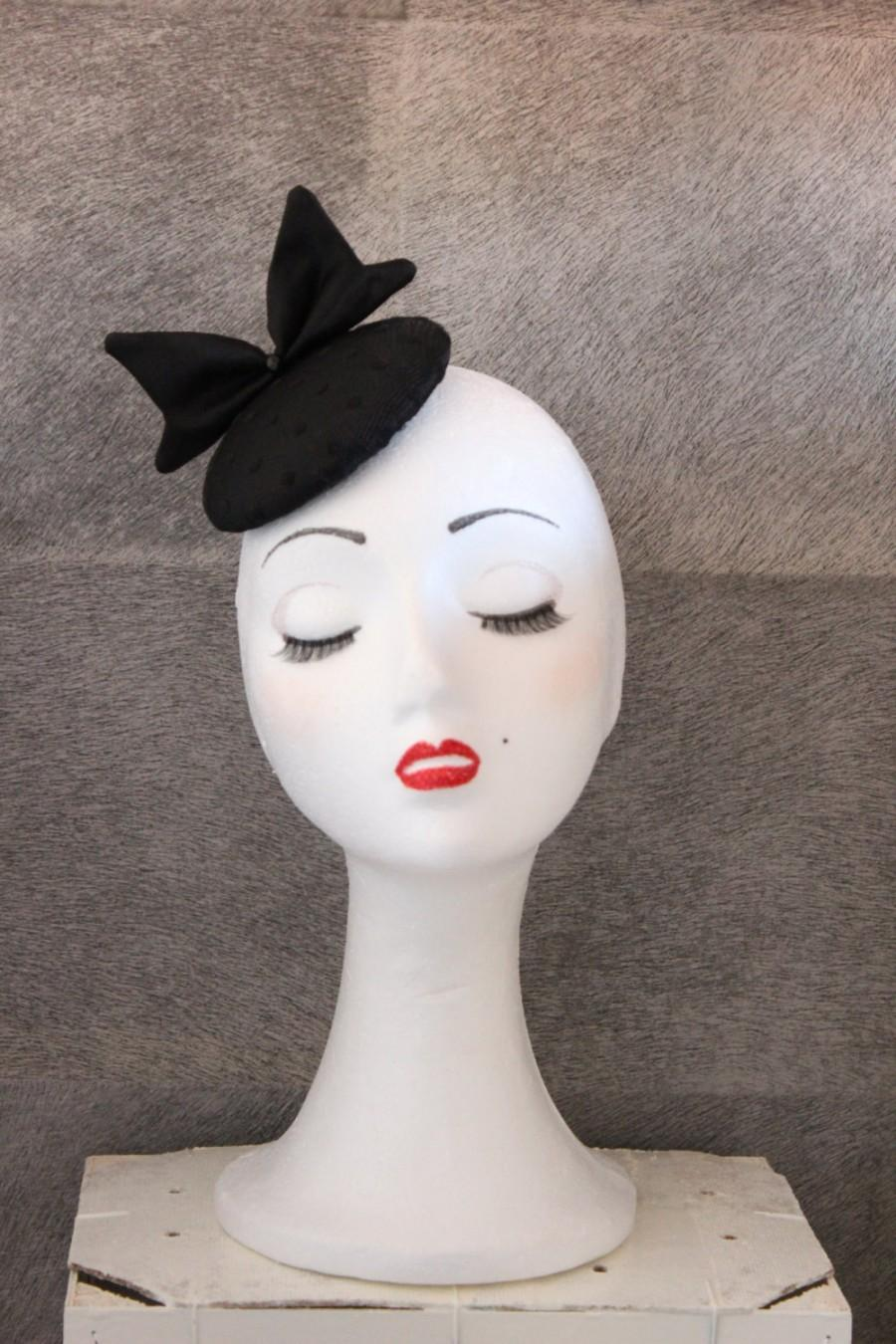 Свадьба - Mini Black Hat, Mini Race Hat, Wedding Hat, Gothic Hat, Black Bow Hat, Round Hat, pin up hat, Cocktail Hat, Party tea Hat, Melbourne Hat