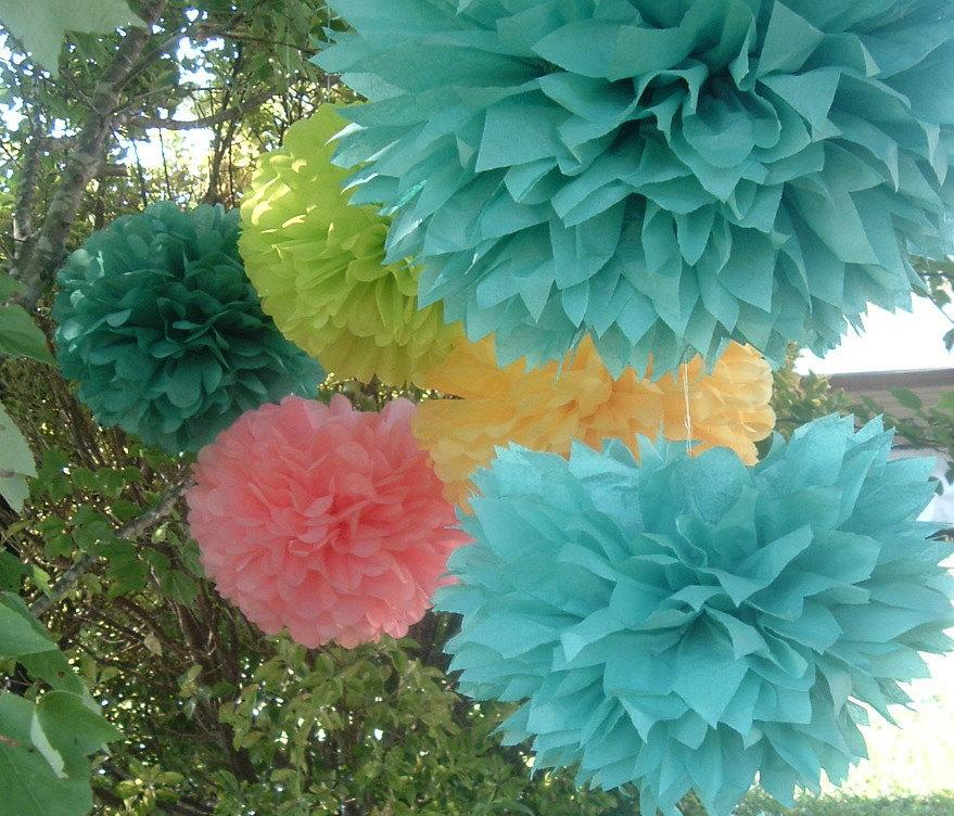 Mariage - 20 Tissue paper pom poms, Wedding decorations, Baby, Bridal shower, Rehearsal, Party decorations. Hanging pom poms. Hanging flower ball
