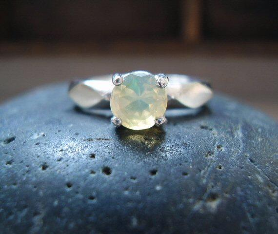 Свадьба - Queen Isis - Genuine Ethiopian Opal Solitaire Ring - 925 Sterling Silver Ring - Alternative Engagement Ring - Unique Round Cut Wedding Ring