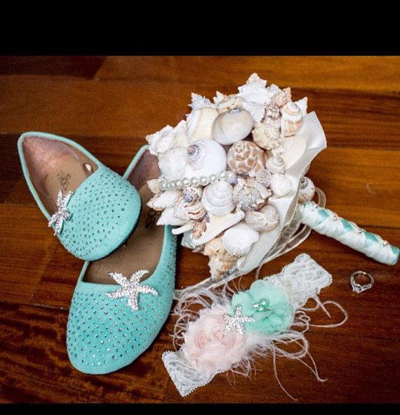 Свадьба - Beach Garter Set, Mint and Peach Wedding Garter, Curly Ostrich Feather and Starfish Bridal Garter Set, Vintage Garter, Destination Wedding