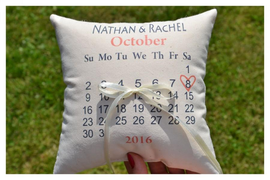 Mariage - Calendar ring bearer pillow, Personalized wedding pillow, calendar Wedding ring pillow ,personalized ring pillow, save the date pillow (R36)