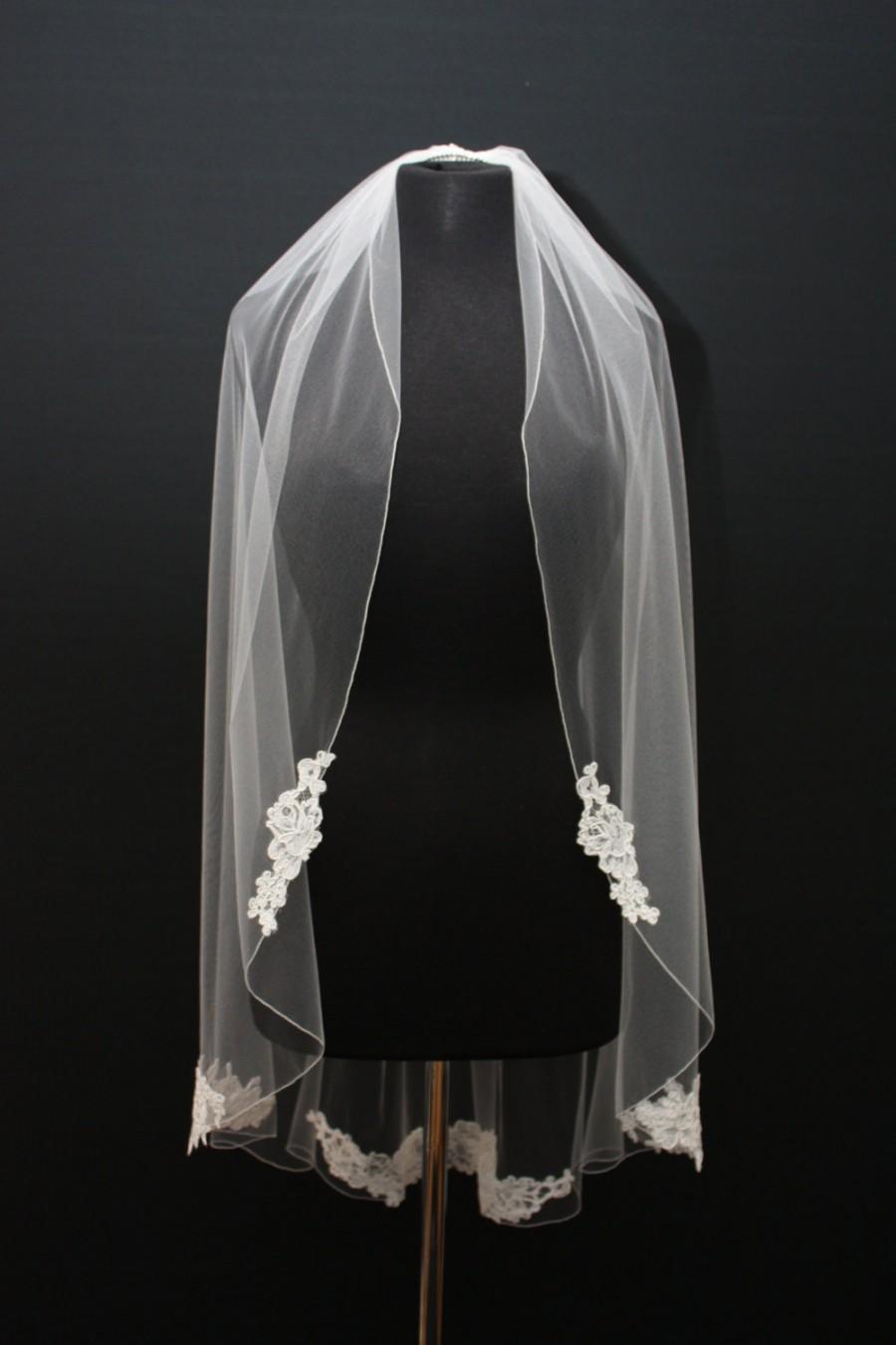 Mariage - Alencon Lace Applique Veil, pencil edge, Couture Patch Lace Veil, Fingertip lace veil, Ivory lace veil, floral lace veil, bridal veil.