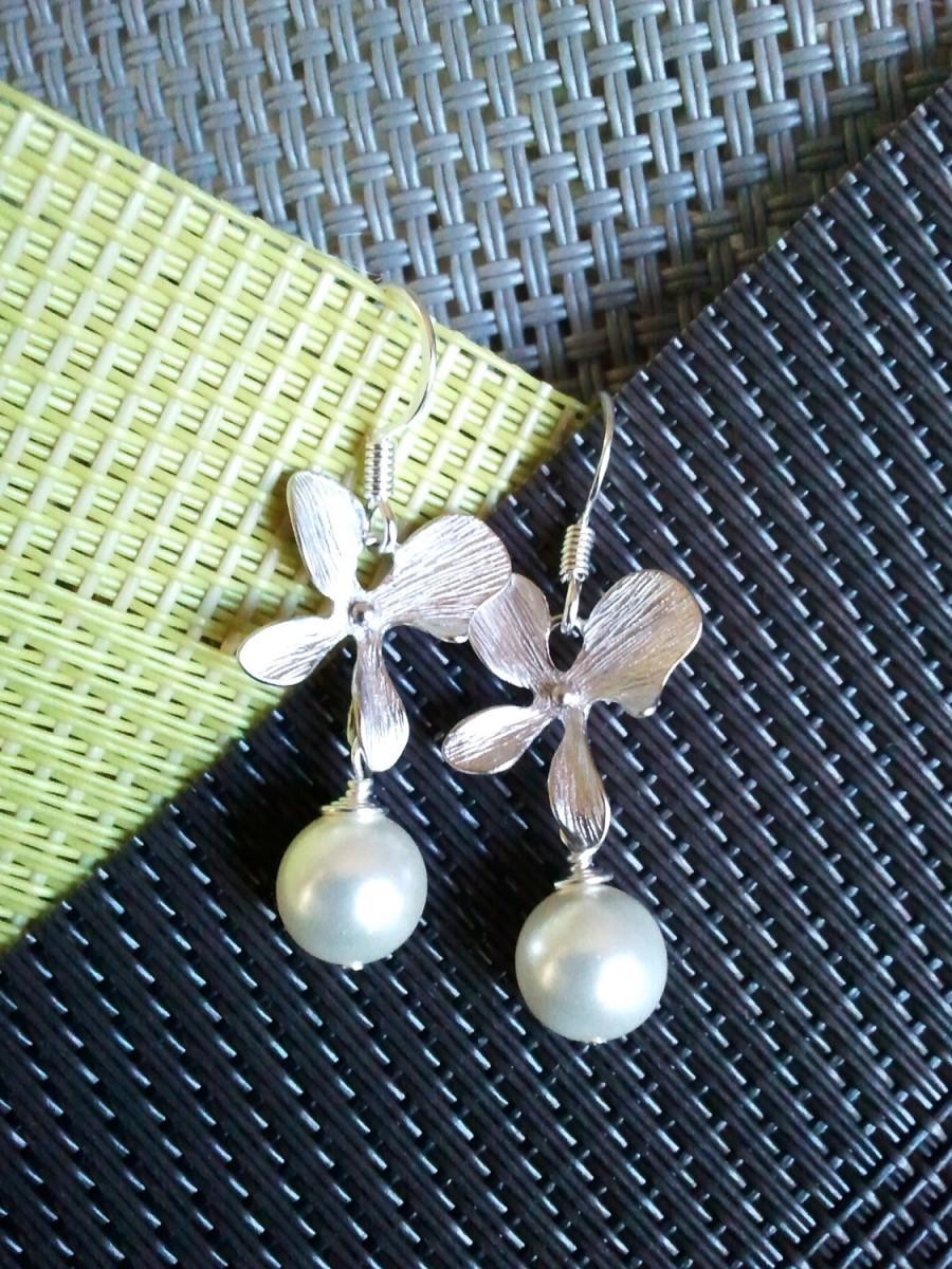 Свадьба - SALE!!  Orchids Flower Earrings - Drop ,Dangle Earrings, Wedding jewelry,flower girl,bridesmaid gift, pearl earrigs