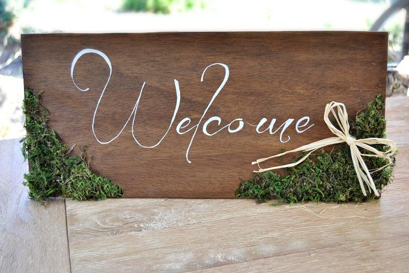 زفاف - Welcome Wedding Sign Moss Raffia,Wooden Rustic Wedding Sign,Outdoor Wedding Sign,Woodland Wedding,Rustic Home Decor,Hand lettered  wood sign