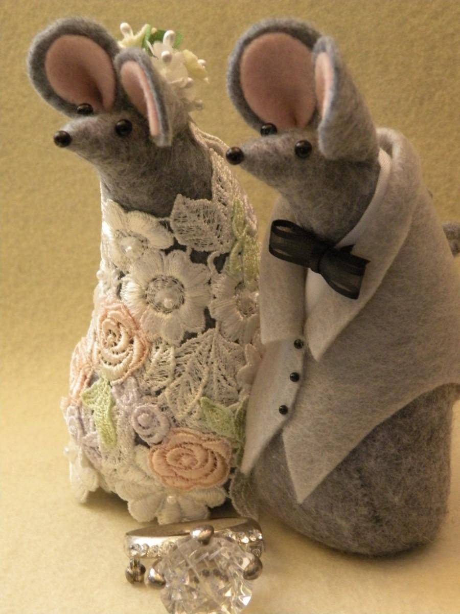 Hochzeit - Mr and Mrs Mouse Wedding Cake topper  decoration/ guest book