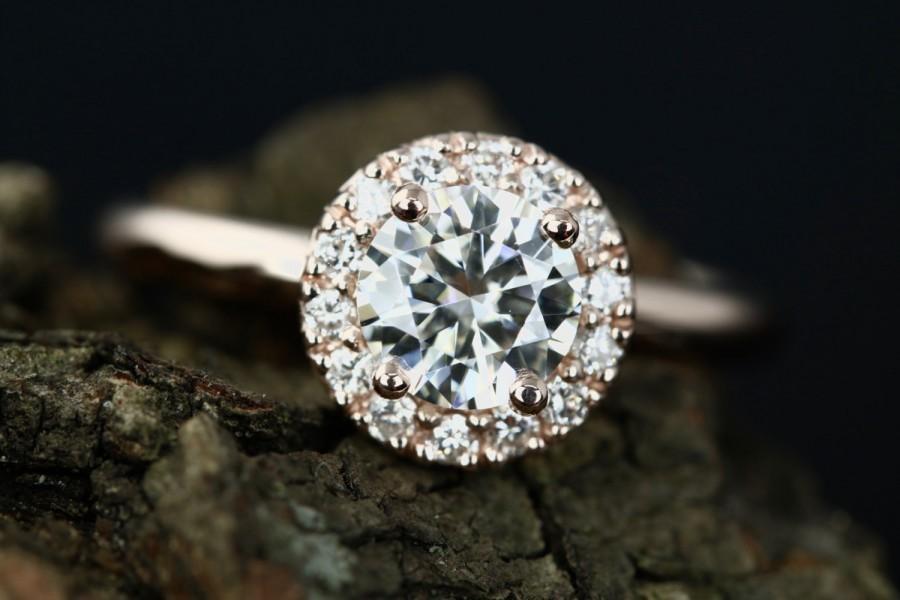 زفاف - Certified Engagement 6mm/0.75 Carats Round Cut FB Moissanite Diane 14K Rose Gold Diamond Halo Ring (Bridal Wedding Set Available)
