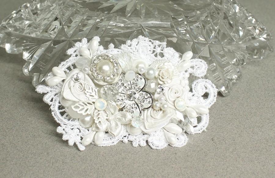 Wedding - White Bridal Hair Comb- Bridal hair accessories- Lace Hairpiece- Rhinestone Bridal Comb- Pearl Bridal Hairpiece-White Bridal Hair Accessory