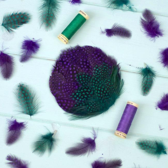 زفاف - Purple and green feather headpiece, hair comb fascinator