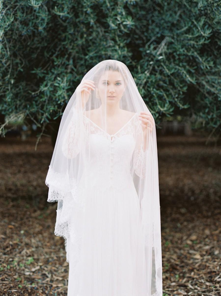 Свадьба - Vintage inspired lace chapel length veil. Bridal veil with tulle & lace trimming.
