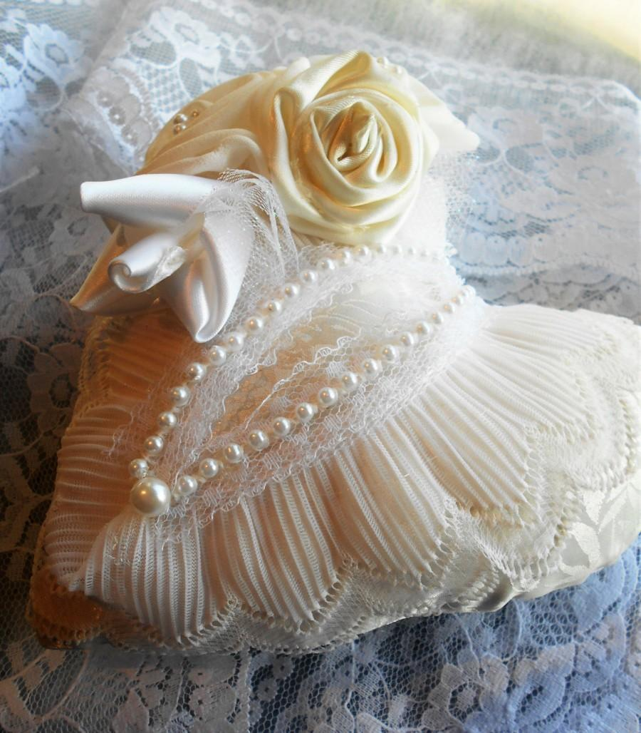 Mariage - Ring Pillow, Bridal Ring Pillow, Ring Bearer Pillow, Wedding, Lace and Handmade Flowers, Heart Shaped Pillow, Ivory pillow