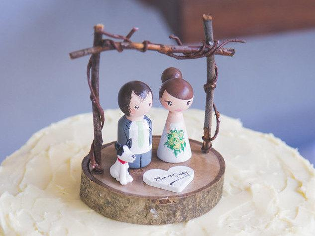 Mariage - Personalized Wedding Cake Topper with arch, Customized Wedding Cake, Peg Dolls, Custom Wedding Bride and Groom, Custom Cake Top, dog, pet
