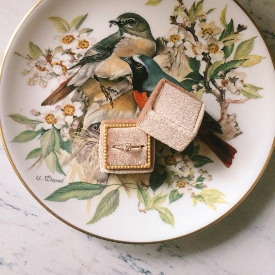 Mariage - Free shipping! Antique Gold Velvet Ring Box Handmade Wedding Vintage Shiny Engagement Gift Bride