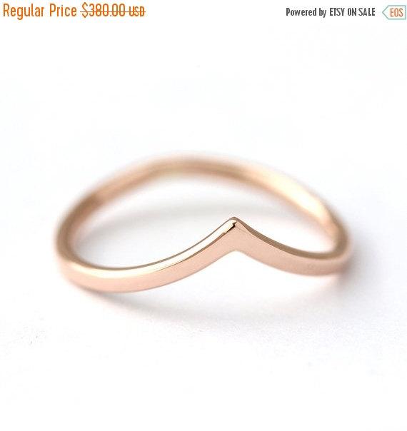 Свадьба - ON SALE Curved Wedding V Ring - Gold Wedding Ring - 14k Solid Gold