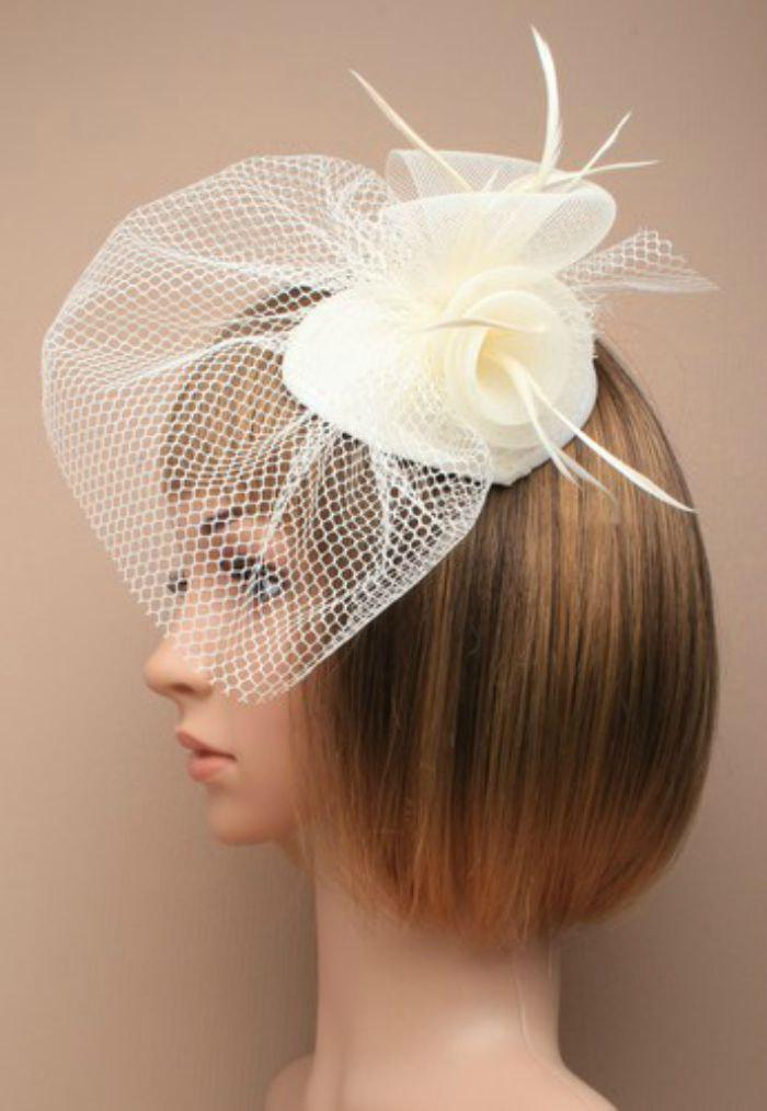 Hochzeit - Ivory Hat Fascinator. Flower Feather Beaded Fascinator, Head Piece, Mother of the Bride, Christening, Ascot, Races, Derby