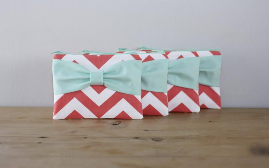 Mariage - Bridesmaid Gift Set / Bachelorette Favors - Coral Chevron with Mint Bow - Wedding Cosmetic Cases - Choice of Quantity and Style