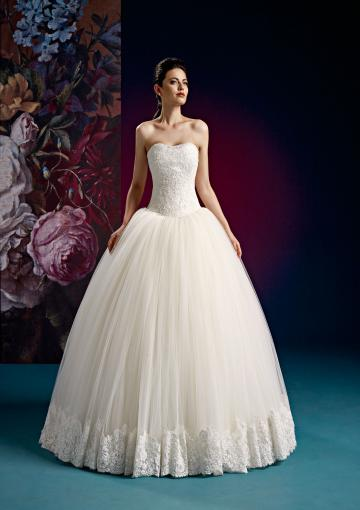 Свадьба - Tulle Sleeveless Appliques White Ball Gown Lace Up Sweep Sweetheart