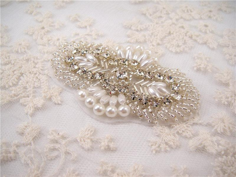 Mariage - Wedding Rhinestone applique, Pearl Rhinestones applique for Bridal Sash, Bridal Applique, wedding Applique, wedding garters applique