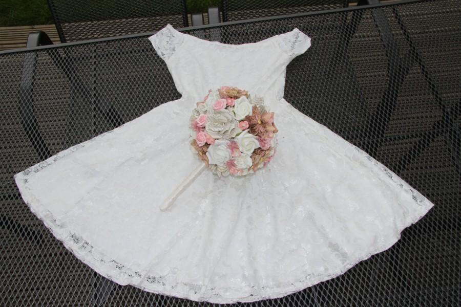 Mariage - Pink, white and gold wedding bouquet with handmade paper flowers and books roses