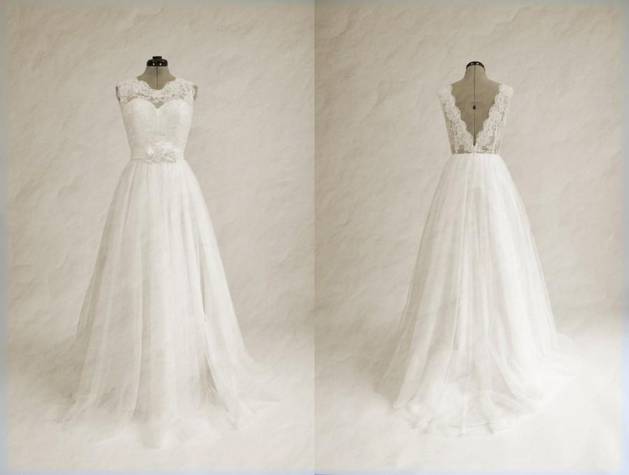 Mariage - Lace wedding dress, wedding dress, bridal gown, sleevelss V-back alencon lace with tulle skirt.