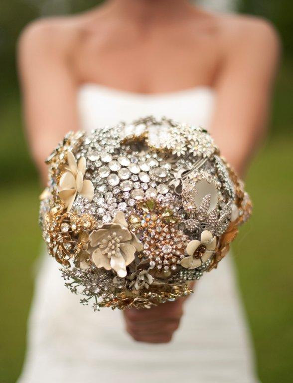 Свадьба - Brooch Bouquet Deposit - Completely Customizable Broach Bouquet In Your Wedding Colors - by The Ritzy Rose