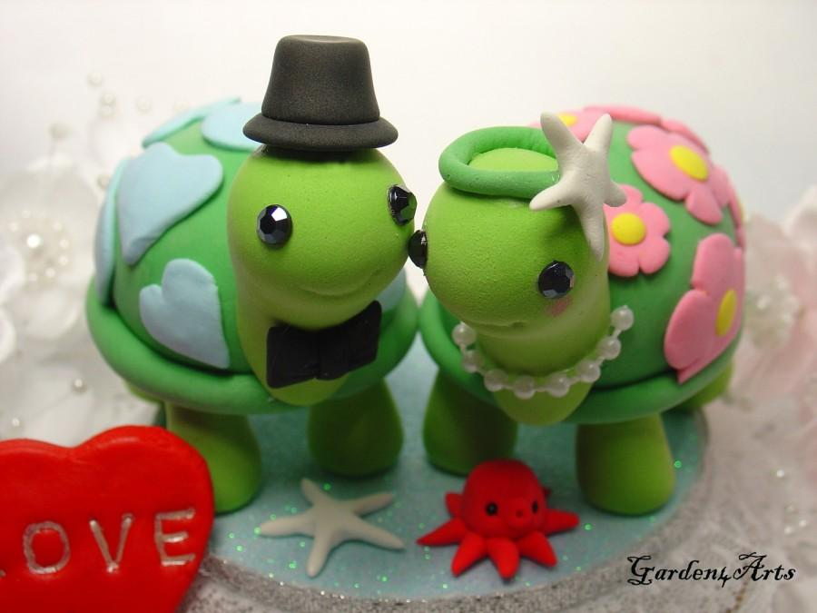 Свадьба - Wedding Cake Topper--Happy Turtle Love with Special Patterns Design and Circle Clear Base